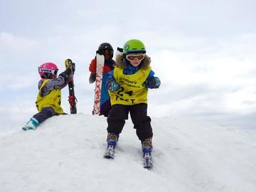Что нужно, чтобы начать обучение горным лыжам в группах Начинающие Пингвинята.