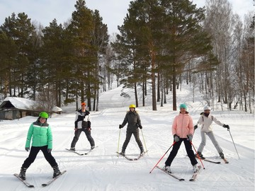 Катающиеся Родители. Группа  взрослых начинающих горнолыжников.